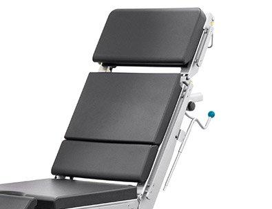 Regulowane oparcie pleców w stole operacyjnym